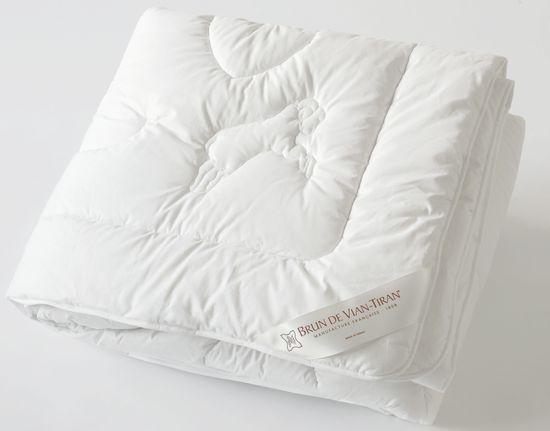 couettes brun de vian tiran. Black Bedroom Furniture Sets. Home Design Ideas